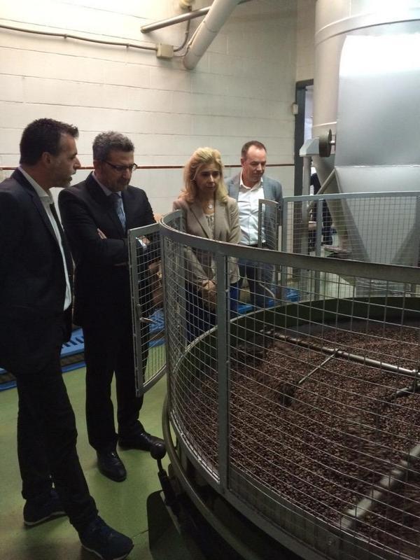 Visita del alcalde de Alcalá de Guadaíra a la fábrica de Sevillana de Café
